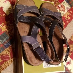 Sizw 8 W naturalizer sandals new in box
